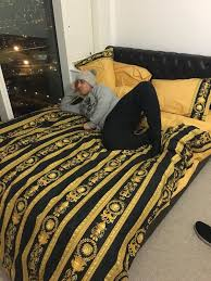 versace bed harry on twitter this fucking guy got a versace bed sheet https