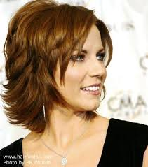 short hair layered and curls up in back what to do with the sides martina mcbride neck length hairstyle with a back that flips up