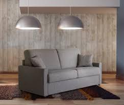 salon du canapé salon en cuir moderne ou rustique en exposition permanent chez votre