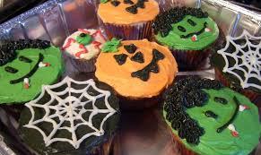 cupcakes decorate this