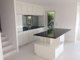 cuisine avec plan de travail en granit chambre enfant cuisine contemporaine blanche cuisine contemporaine