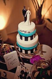 even a little wedding cake can be pretty and sparkly original