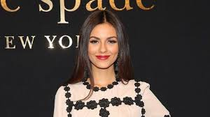 Incredible Meme - victoria justice s past pettiness towards ariana grande has become