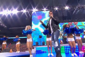 andy grammer s halftime at thanksgiving includes medley of