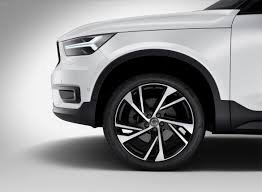 volvo xc40 strikes out in a new design direction cnet page 8