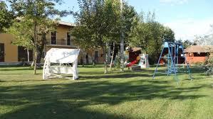 giochi da cortile agriturismo a spoleto con fattoria agricola ristorante camere ed