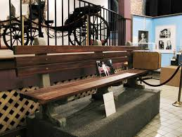 forrest gump bench in museum furniture decor trend awesome