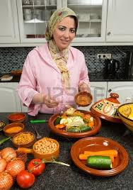 femme en cuisine moroccan in ramadan multitasking at its best morocco