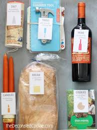 Inexpensive Housewarming Gifts Best 10 Housewarming Gift Baskets Ideas On Pinterest Themed