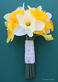 crafted spaces diy daffodil bouquet