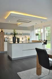 faux plafond design cuisine idée relooking cuisine cuisine en noir avec ilot blanc et faux