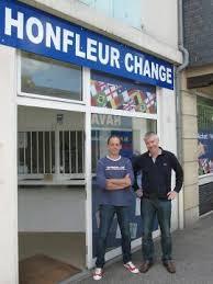 bureaux de change à un bureau de change a ouvert à honfleur