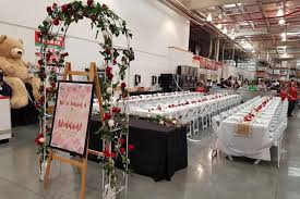 costco folding table in store watch australian couple hold wedding at costco upi com