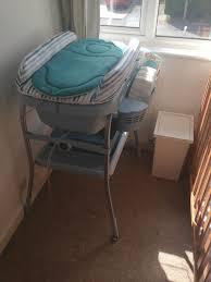 treppe fã r wickeltisch die besten 25 baby bath with stand ideen auf