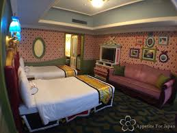 inside tokyo disneyland hotel u0027s alice in wonderland themed room