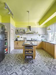 cuisine mur vert pomme cuisine carrelage à motifs et murs vert pomme cuisines
