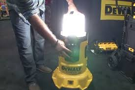 dewalt 20v area light a cordless area light and charger from dewalt tools of the trade