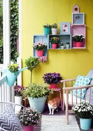 amenager balcon pas cher décorer son balcon avec des pots et des jardinières