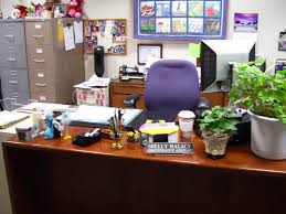 Things To Keep On Office Desk Nama Halacy S Comfy Cottage Table Top Tuesday Umm Make That