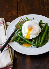 cuisine haricot vert haricots verts with poached egg and dressing the