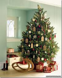 New Ways To Decorate Your Christmas Tree - new ideas for christmas tree decorating rainforest islands ferry