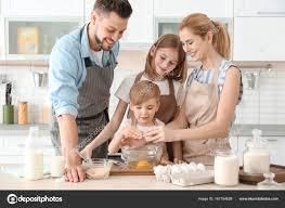 cours de cuisine en famille famille de cuisson dans la cuisine concept de cours de cuisine