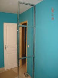 comment faire un placard dans une chambre maison et travaux chambre isoler et cloisonner les combles maison