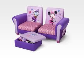 canapé minnie notre mobilier à l effigie de personnages de dessins animés