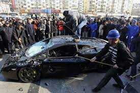 maserati china chinese tesla model s customer smashes windshield with wrench