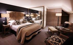 what is the best color for bedroom with elegant black and white