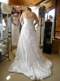 wedding dress guide the ultimate guide to plus size wedding dress shopping offbeat