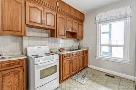 best wall color with oak kitchen cabinets wall colors for a dated kitchen with oak cabinets