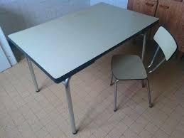 cuisine en formica table de cuisine en formica table et chaises en formica graine
