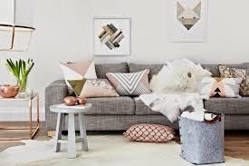 coussins canapé les coussins design 50 idées originales pour la maison archzine fr
