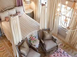 chambre feminine feminine master suite makeover emerald hill interiors hgtv
