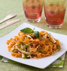 cuisine pates tagliatelles à la tomate et aux légumes pâtes fraîches les