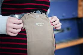 maternity photo props tips 30 props for maternity photos photographypla net