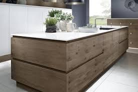 cuisine schroder ce modèle de cuisine moderne en bois est un chef d oeuvre de la