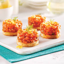 recette cuisine originale tartare de saumon sur croustillant au parmesan recettes cuisine