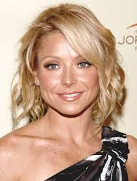 how to get kelly ripa wavy hair 12 ways to master the art of beach waves on short hair kelly