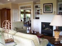 traditional living room with hardwood floors u0026 crown molding