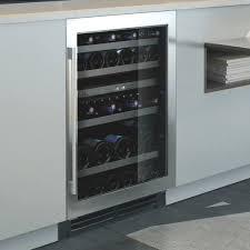 cave a vin dans cuisine electroménager le chai pour équiper votre cuisine schmidt