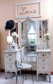 Makeup Vanity Table With Lights Best 25 Vintage Makeup Vanities Ideas On Pinterest Girls Vanity