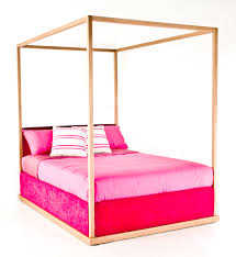 bedroom wooden canopy bed with pik bedding canopy beds for girls