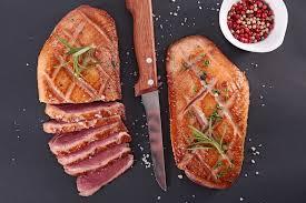 comment cuisiner un magret de canard a la poele préparer et cuire un magret de canard auchan et moi