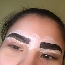 Elle Meme - elle teint ses sourcils elle même voici sa technique homemade