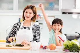 mere et fille cuisine bonne mère et fille cuisine dans la cuisine banque d images et