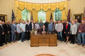 file chicago cubs with president trump jpg wikimedia commons