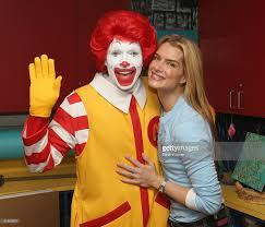 Ronald Mcdonald Halloween Costume Brooke Shields Visits Ronald Mcdonald House Photos Images