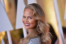 grey streaks in hair chrissy teigen tweeted about her gray hair now other women are too